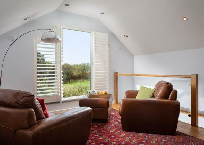 Bulls Barn bedroom seating area with view